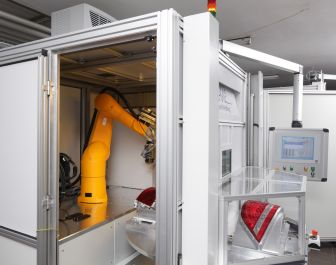 Robot-assisted welding of large free-form components in a thermal field, supplied as standard with a rotary table for fast loading