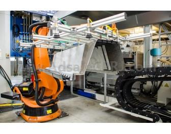 The new lab system at the Institute for Lightweight Engineering and Polymer Technology at Dresden University of Technology allows forming and back injection of the FRP-metal hybrid materials in one step.