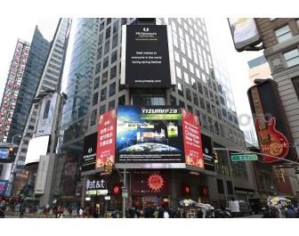 Yizumi showed up on the Reuters screen in New York's Times Square and extended best wishes to Chinese people around the world during Chinese New Year.