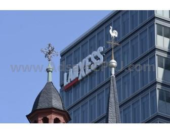 Lanxess plans to acquire US-based Chemtura Corporation with an enterprise value of approximately €2.4 billion.